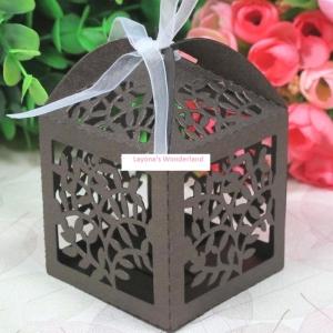 Μπομπονιέρα Κουτάκι με κομμένα ανάγλυφα λουλούδια