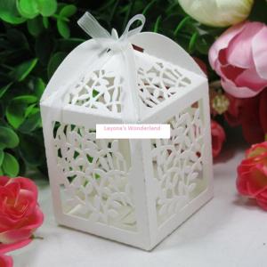 Μπομπονιέρα Φαναράκι με κομμένα ανάγλυφα λουλούδια