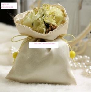 Μπομπονιέρα Πουγκί Σατέν με Λουλούδια & Κορδέλα - Κίτρινο