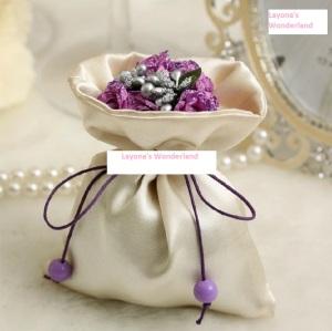 Μπομπονιέρα Πουγκί Σατέν με Λουλούδια & Κορδέλα - Μωβ