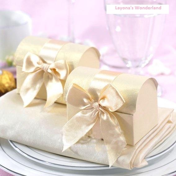cd893064589c Μπομπονιέρα Γάμου Μπαουλάκι Γλυκών Θησαυρών Κρεμ – ΟΙΚΟΝΟΜΙΚΕΣ ...