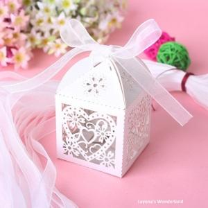 Μπομπονιέρα  Καρδιά  Λουλούδια