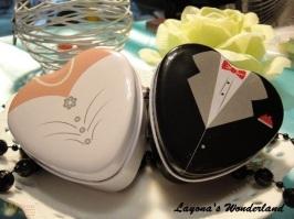 Μπομπονιέρα Γάμου Νύφη και Γαμπρός σε Μεταλλικό Κουτάκι